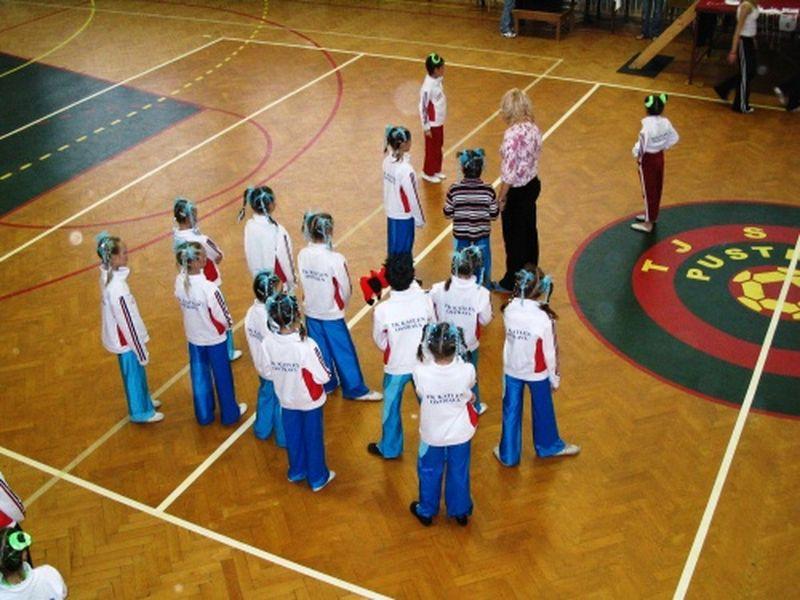 http://www.katlen.cz/media/fotogalerie/2005/ostravsky-pohar/016.jpg