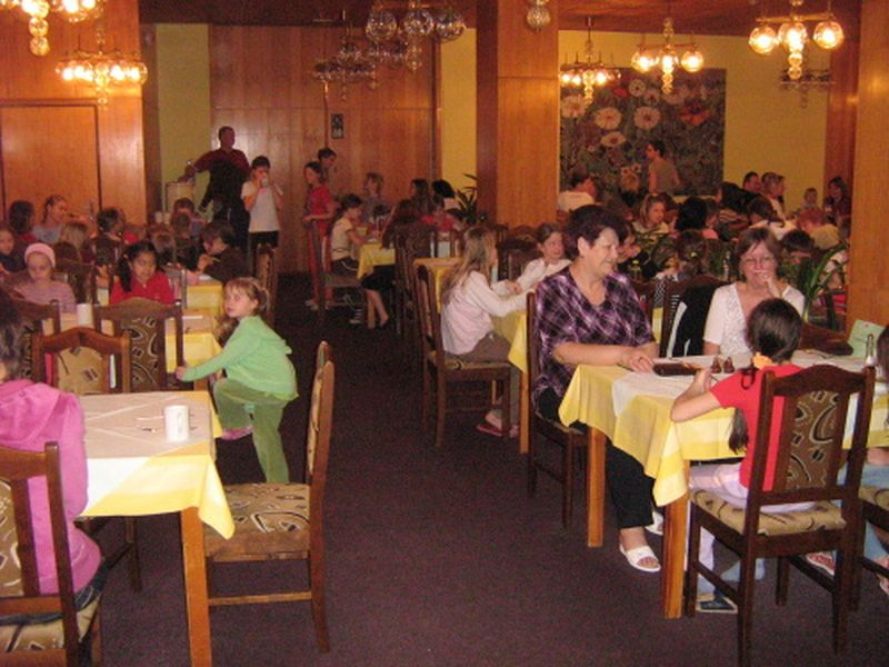 http://www.katlen.cz/media/fotogalerie/2008/soustredeni-malenovice/027.jpg