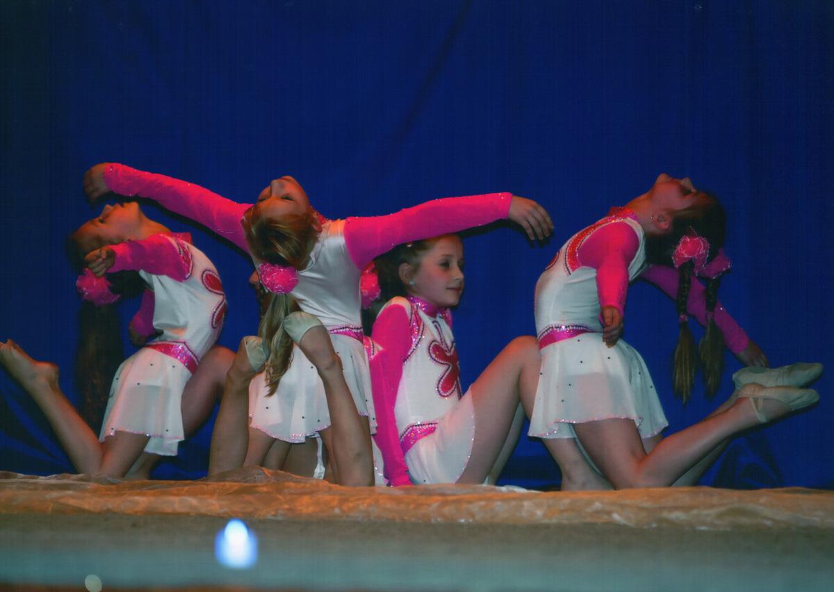 https://www.katlen.cz/media/fotogalerie/2011/vanocni_koncert/Moderni_gymnastika.jpg