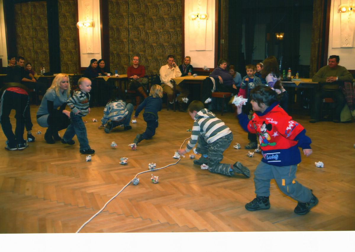 https://www.katlen.cz/media/fotogalerie/2011/vanocni_koncert/detske_souteze.jpg
