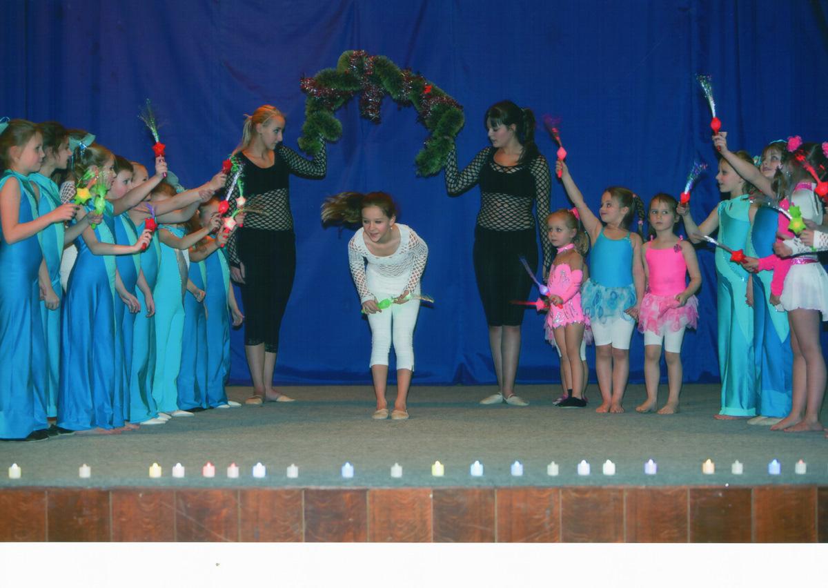 https://www.katlen.cz/media/fotogalerie/2011/vanocni_koncert/finale_hvezda_Kika.jpg