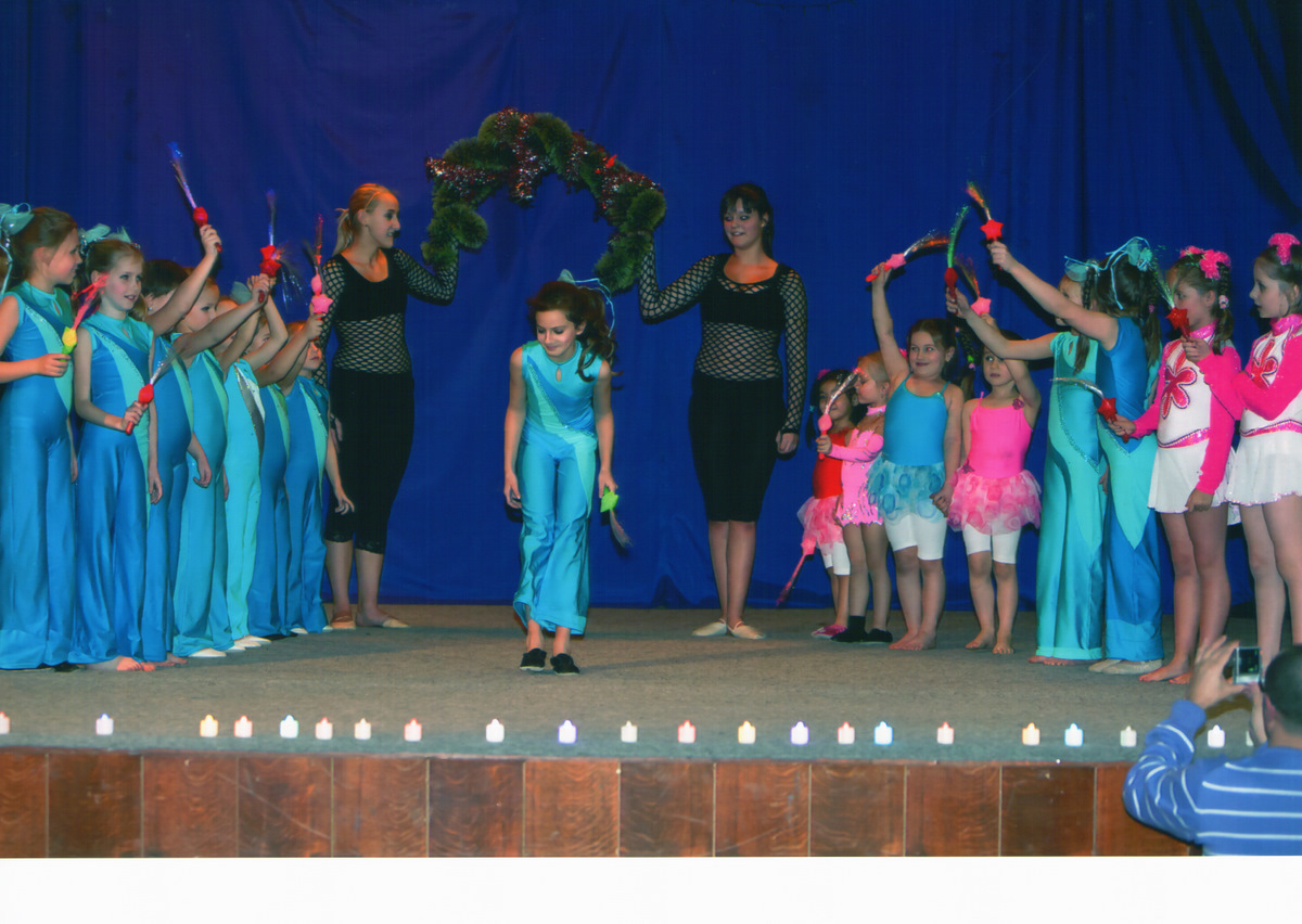 http://www.katlen.cz/media/fotogalerie/2011/vanocni_koncert/finale_hvezda_Linda.jpg
