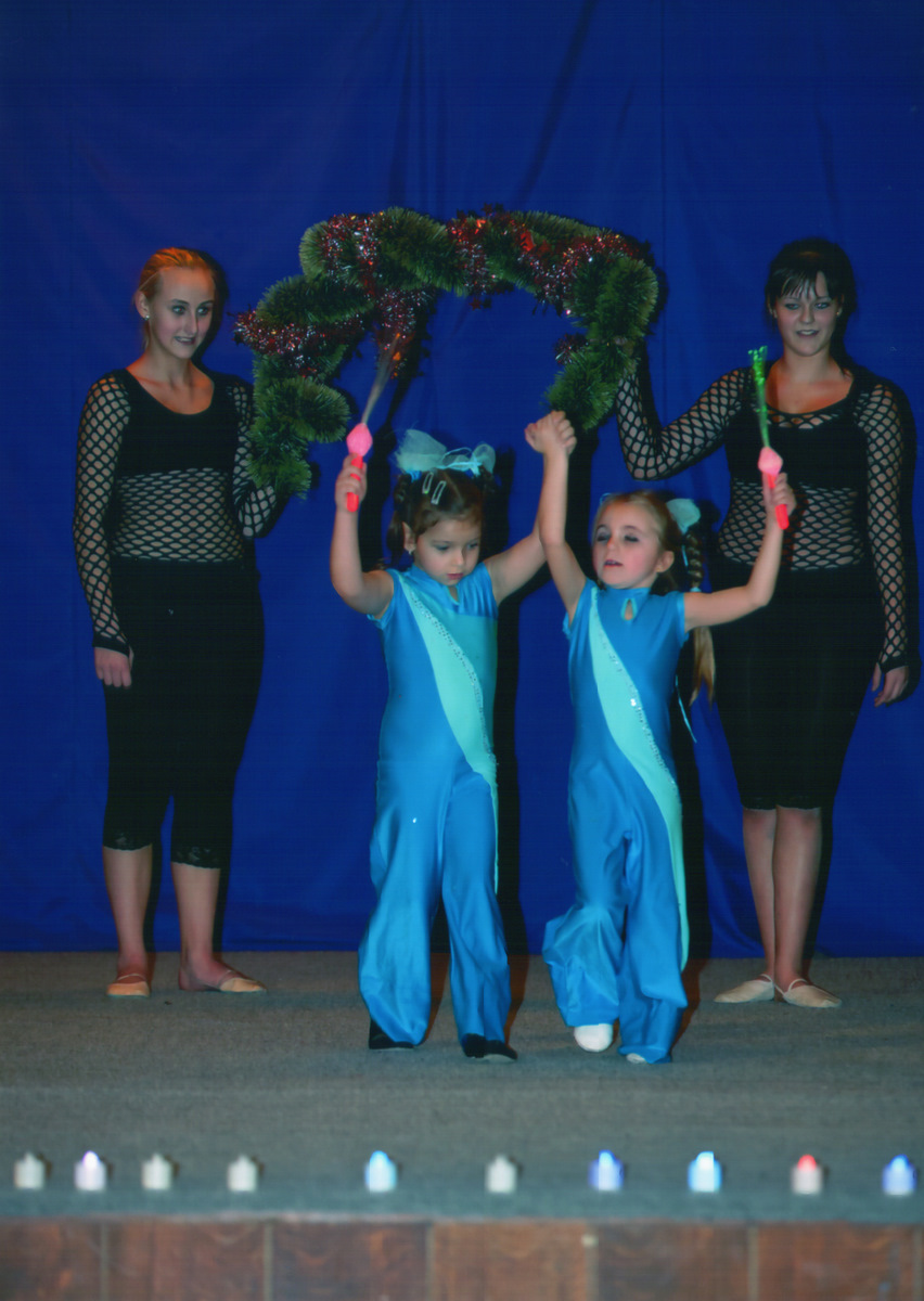 http://www.katlen.cz/media/fotogalerie/2011/vanocni_koncert/finale_hvezdicky_Klarka_a_Vikca.jpg